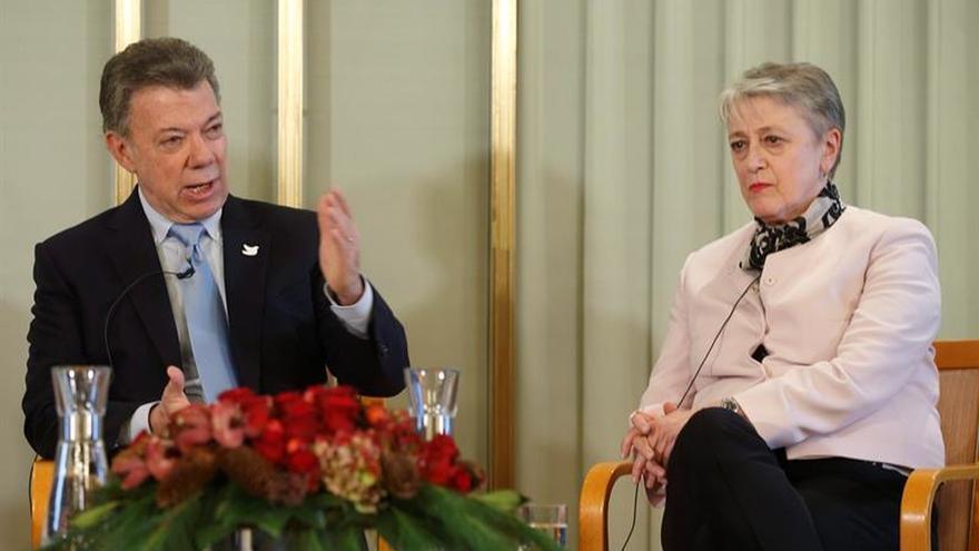 """Santos afirma que el Nobel fue """"un regalo del cielo"""" para el proceso de paz"""