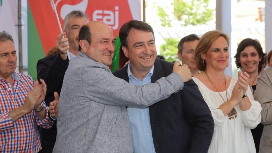 """Ortuzar dice a Iglesias y a Hernando que PNV """"hace lo que dice"""" y se ha abstenido en la formación de la Mesa de Congreso"""