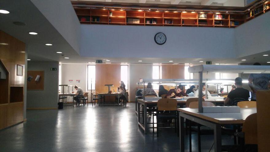 Parte de la biblioteca del campus de Móstoles de la URJC. / S.P