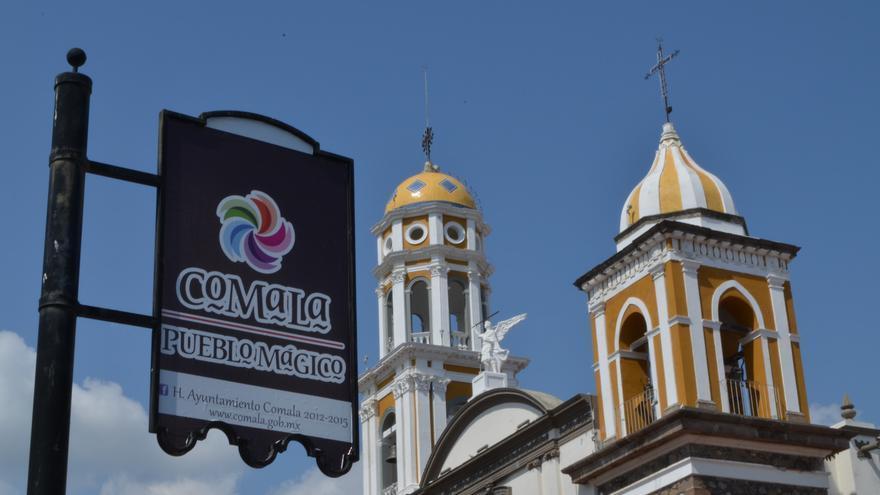 Torres de la Iglesia de San Miguel Arcángel, la única nota de color de Calama.