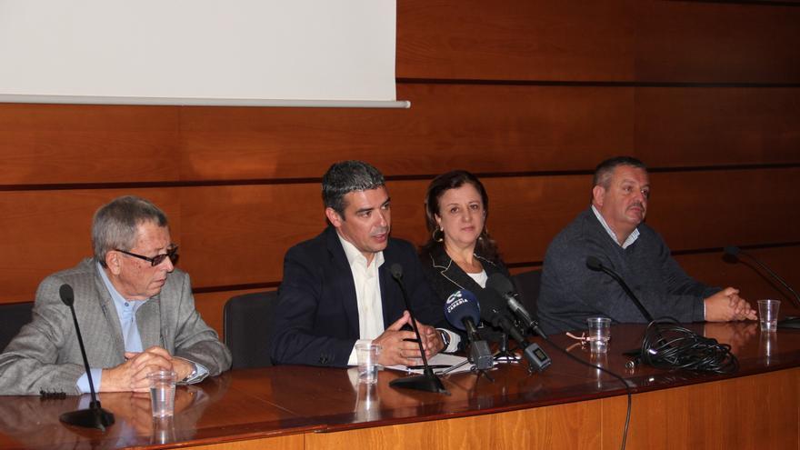 Amable del Corral, de Palca; el consejero Narvay Quintero; Ángela Delgado, de Asaga, y Rafael Hernández, de COAG