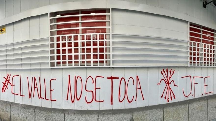 Pintada de partidarios de Franco en una sede del PSOE