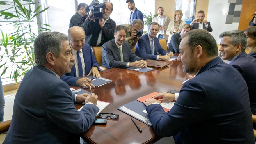 Reunión entre Miguel Ángel Revilla y José Luis Ábalos en Peña Herbosa.| LARA REVILLA