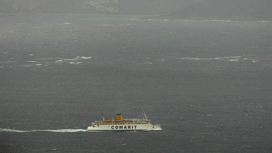 El temporal obliga a suspender los dos catamaranes de la bahía de Cádiz