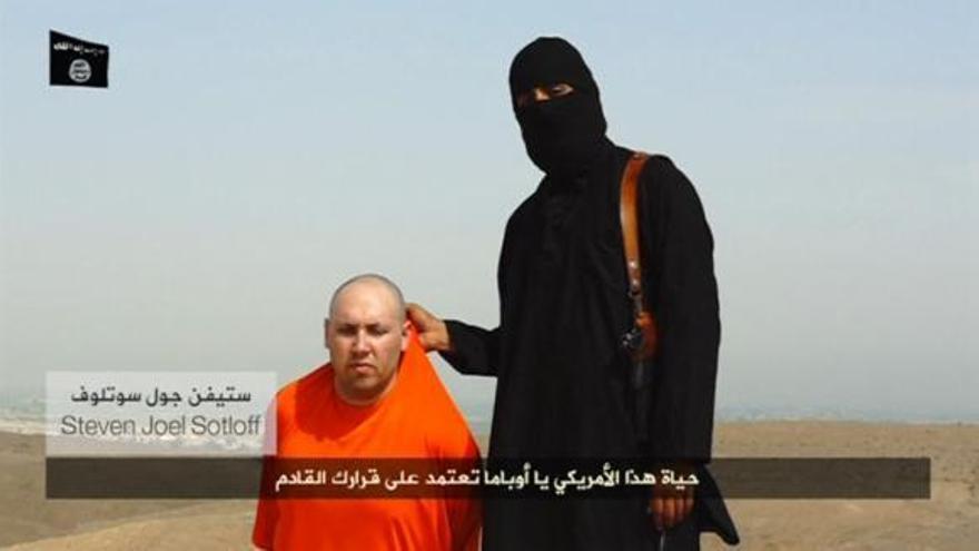 Captura del vídeo de la decapitación del periodista Steven Sotloff