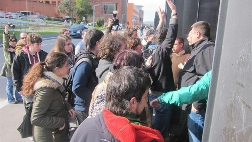La Audiencia confirma la imputación de nueve personas por el 'escrache' a Diego en la UC en 2014