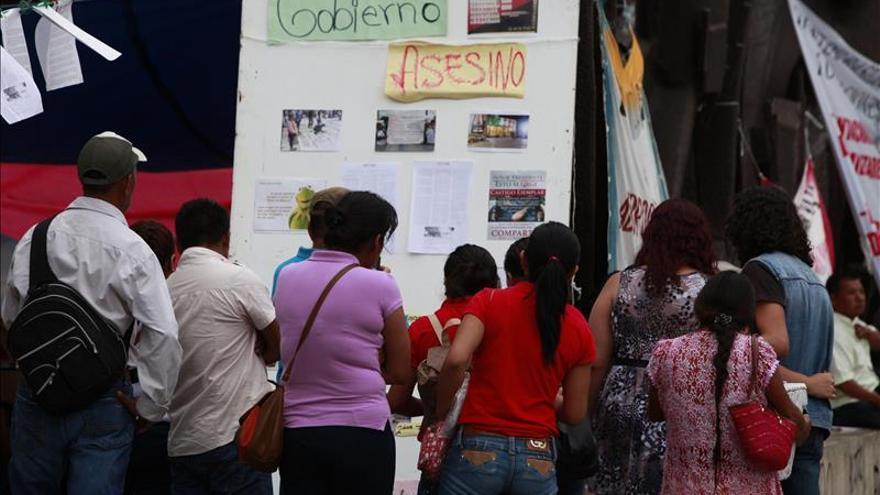 Autodefensas de Guerrero hallan más fosas comunes en búsqueda de estudiantes