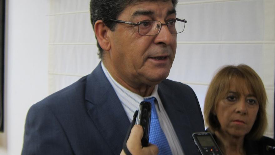 """Valderas aboga por que la Junta pase a una """"ofensiva"""" en materia legislativa con """"la ley de banca pública a la cabeza"""""""