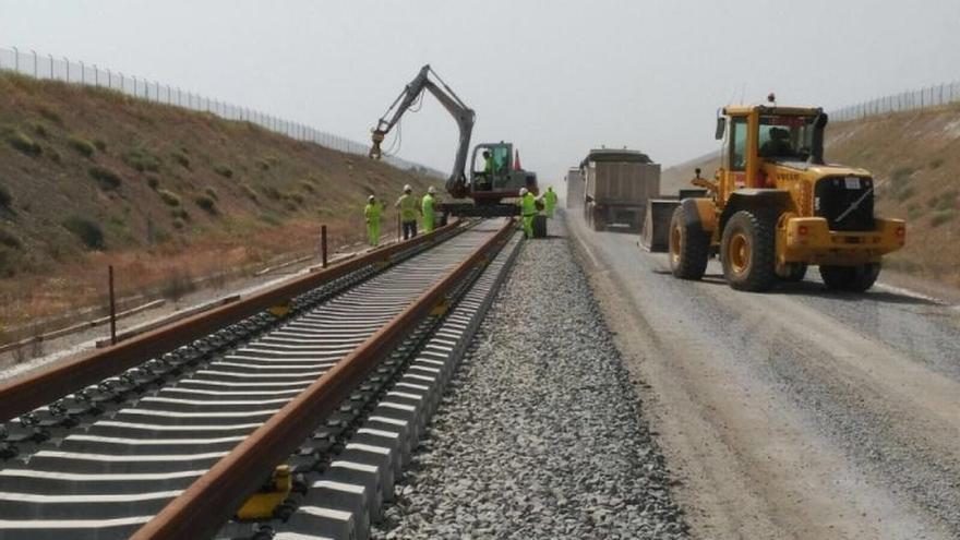 Obras de construcción de una línea de AVE.