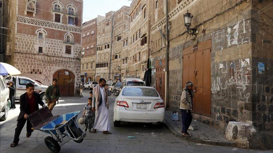 Mueren un comandante saudí y un oficial emiratí en un ataque de los hutíes en Yemen