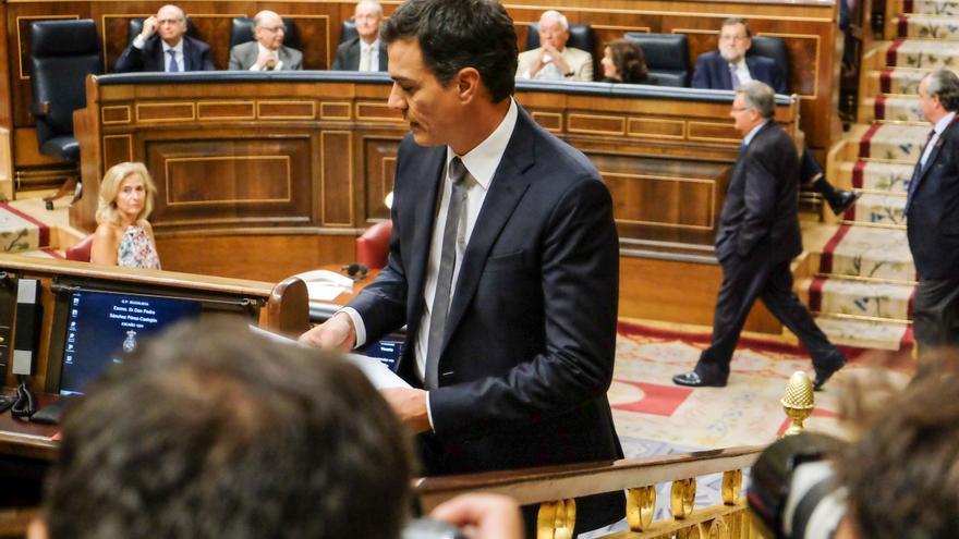 El secretario general del PSOE, Pedro Sánchez, tras tomar la palabra en el Congreso de los Diputados