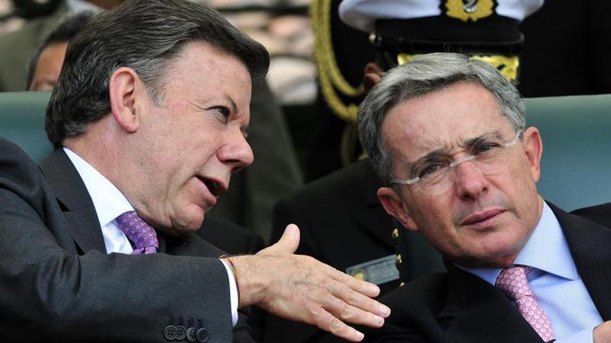 Santos invita a Uribe a reunirse y trabajar juntos por la paz de Colombia