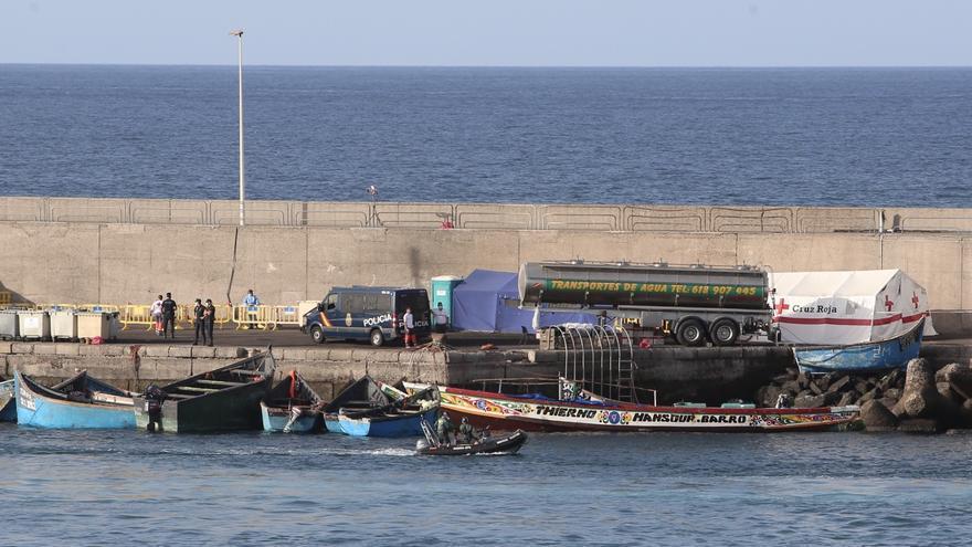 Una patera con 41 inmigrantes, ocho de ellos menores de edad, rescatada esta madrugada al sur de Gran Canaria