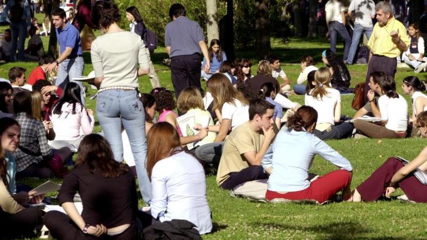 Jóvenes muy preparados, pero confusos y desorientados ante la crisis
