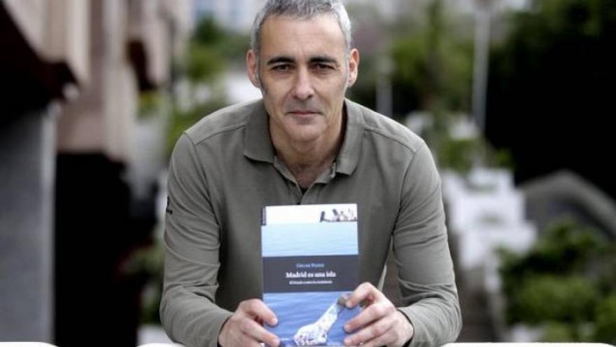 Óscar Pazos autor del libro