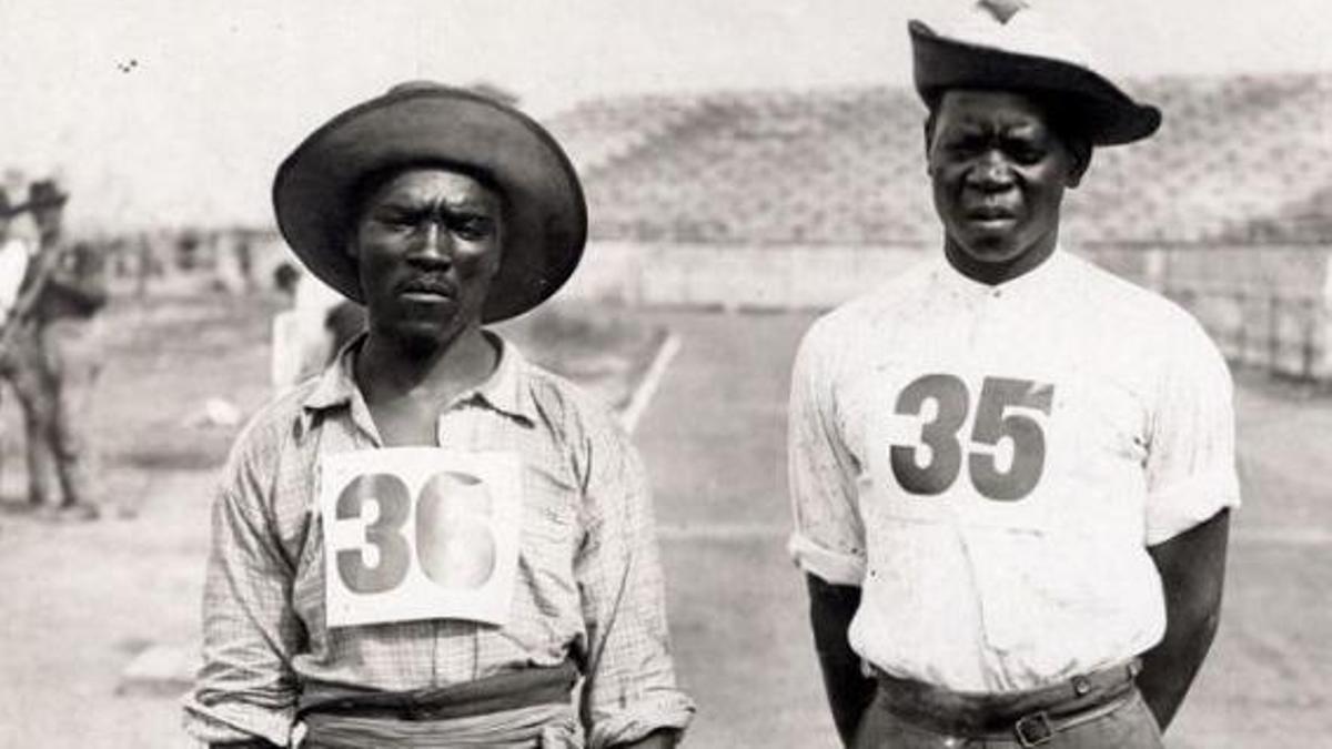 Taunyane (izquierda) y Mashiani acudieron a San Luis a correr la maratón, pero fueron obligados a participar antes en la Jornadas Antropológicas.