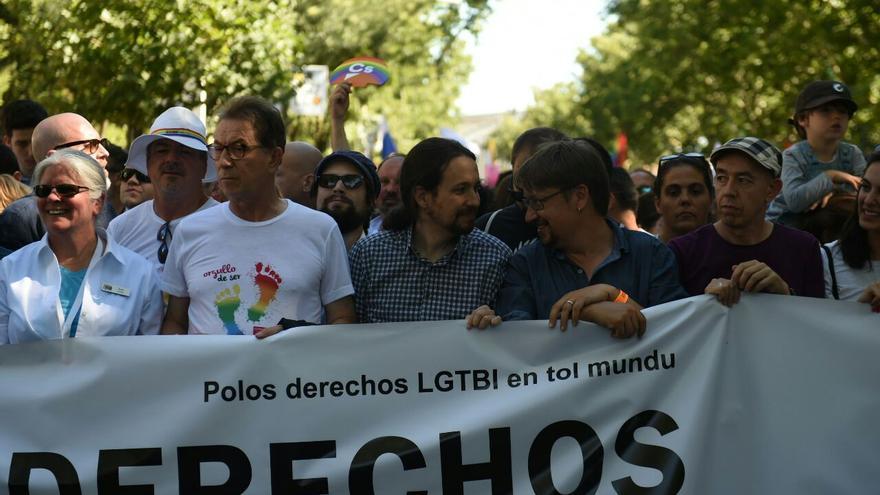 Miembros de Unidos Podemos en el desfile del Orgullo