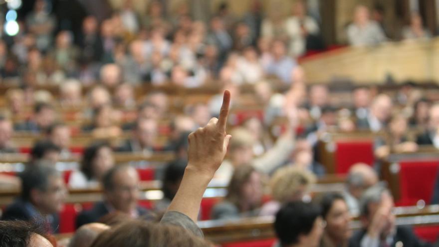 El Parlamento catalán cierra la legislatura cantando Els Segadors