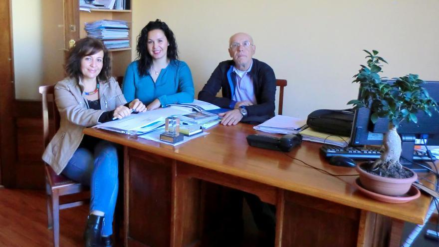 El alcalde de Tazacorte y representantes de AFA  La Palma.