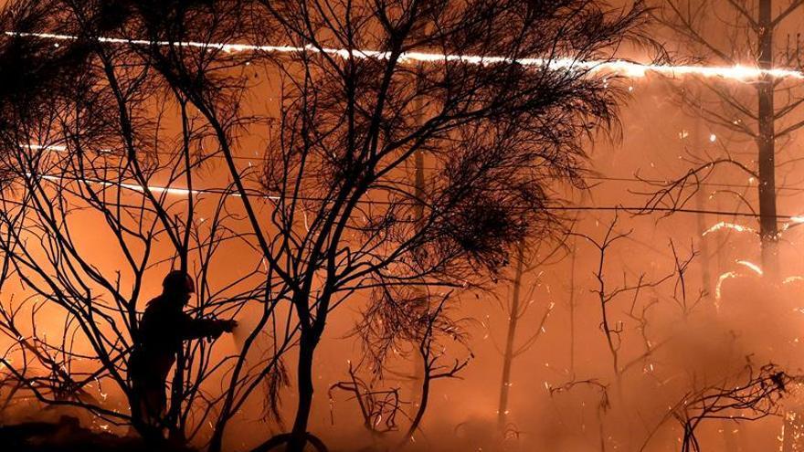 Continúan activos en Portugal 105 incendios, 12 de grandes dimensiones