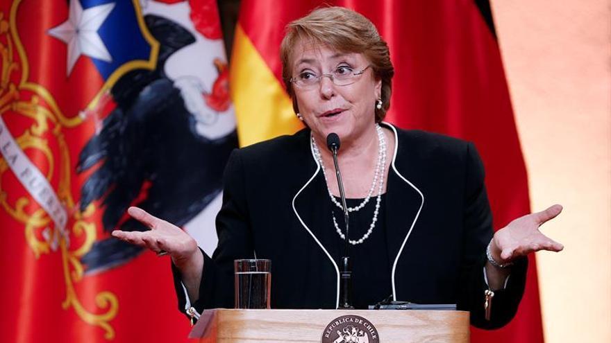 Bachelet llama a los chilenos a participar en los debates para una nueva constitución