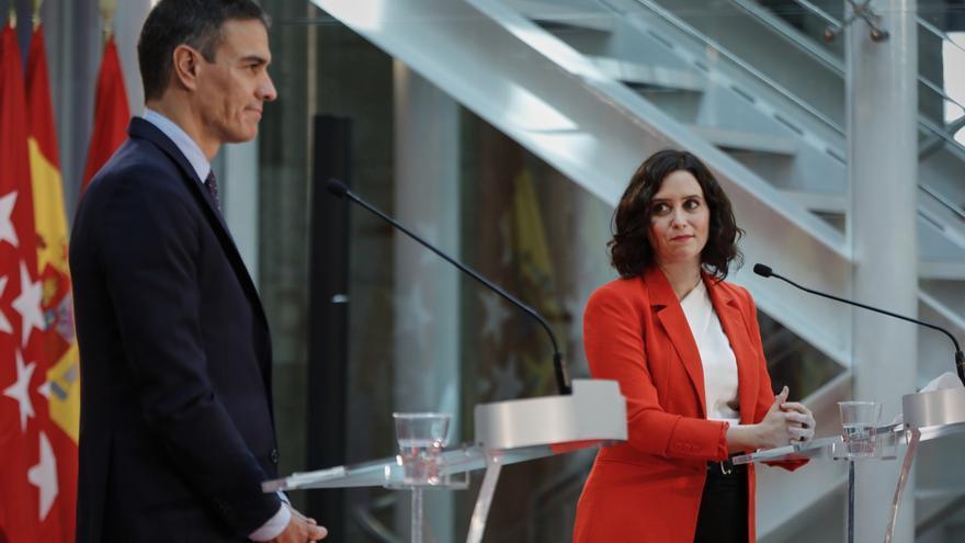 Archivo - El presidente del Gobierno, Pedro Sánchez, y la presidenta de la Comunidad de Madrid, Isabel Díaz Ayuso.