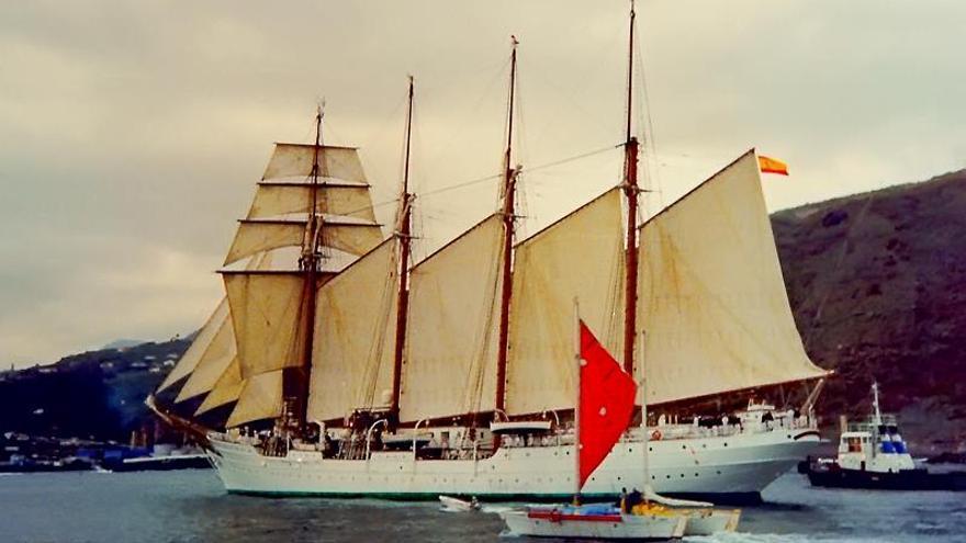 En la imagen, el buque-escuela en su última visita a La Palma, en 1998. Foto: JOSÉ F. AROZENA.
