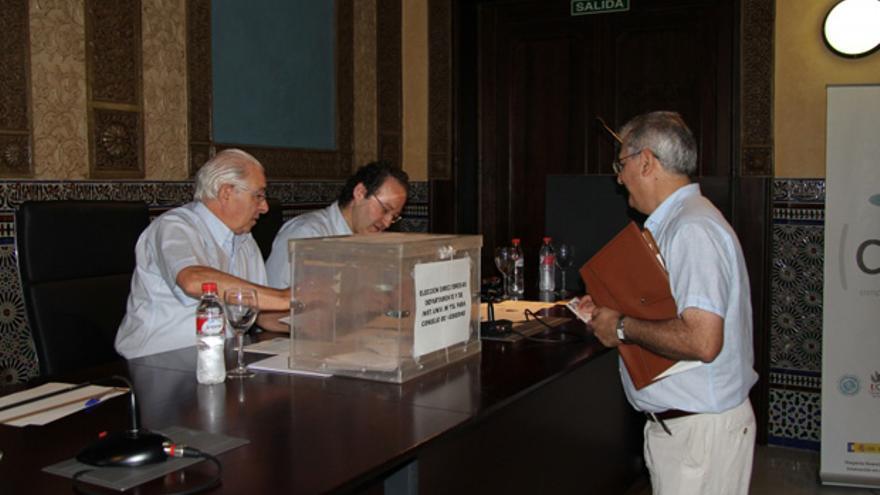 Votación en las elecciones al consejo de departamentos.