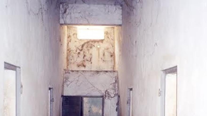 """Interior de """"la Piscine"""", una piscina de la era colonial transformada en prisión  subterránea/ FOTO: Reed Brody"""
