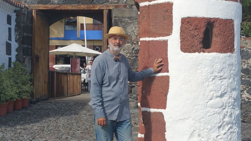 Francisco Acosta en una garita del Castillo de Santa Catalina. Foto: LUZ RODRÍGUEZ.