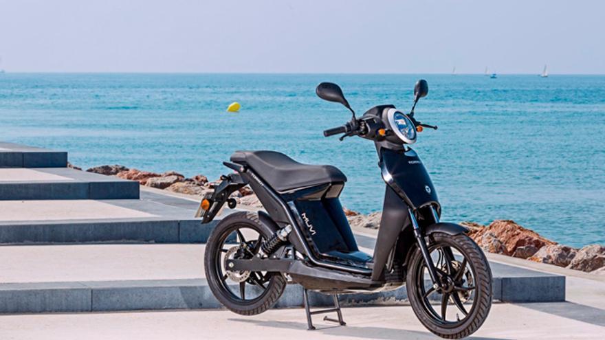 La Torrot Muvi puede cargarse en cuatro horas y cuenta con una autonomía de 100 km.