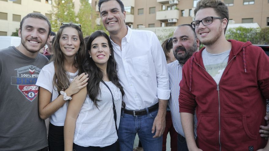 """Pedro Sánchez pide los votos de Podemos porque, visto su """"desplome"""", sólo el PSOE """"puede ganar a las dos derechas"""""""