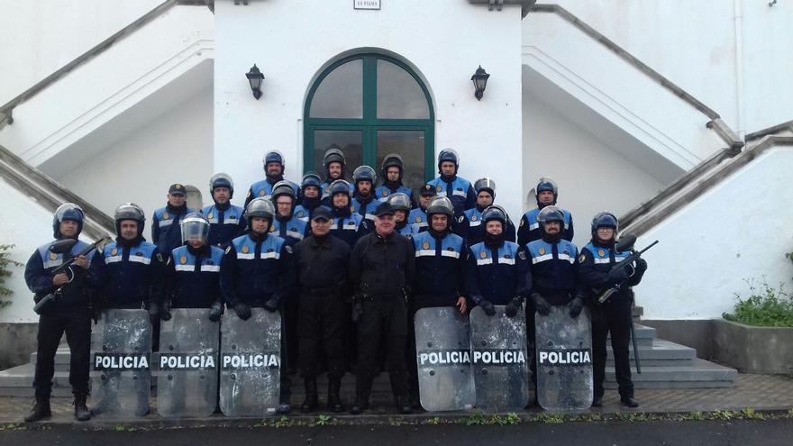 En la imagen, policías que participan en la formación.