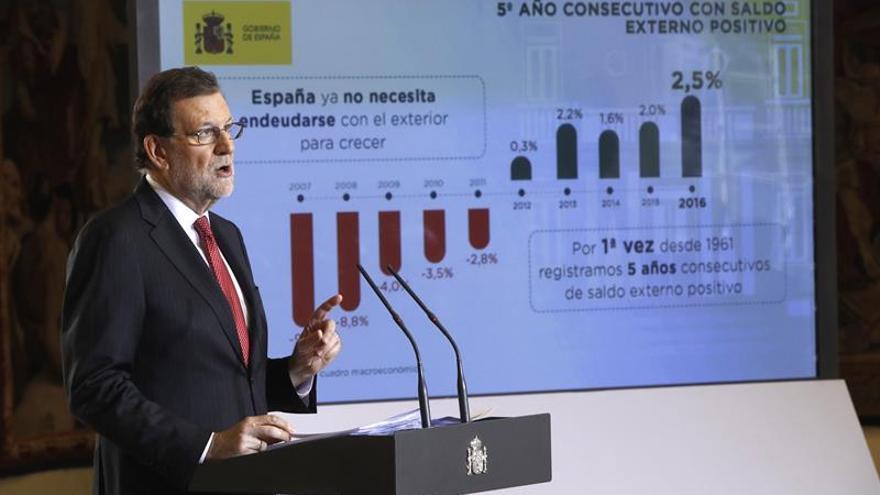 El Gobierno aprueba subir el 0,25 % las pensiones y el 8 % el salario mínimo