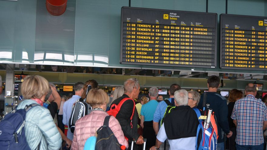 Imagen de archivo de pasajeros en el Aeropuerto de La Palma.