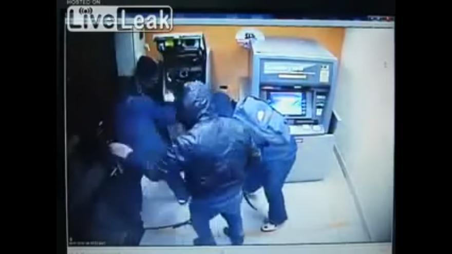 Atracadores con mazos en un cajero automático: esto ya no pasa