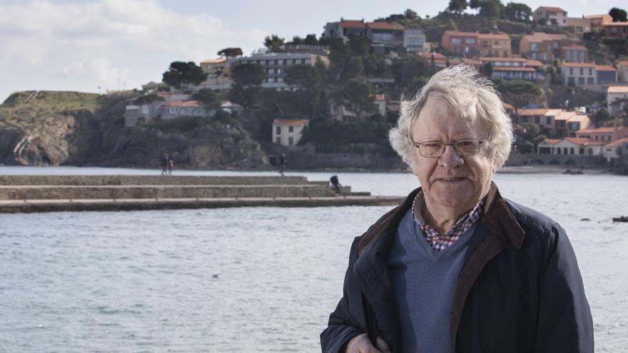 El hispanista Ian Gibson en el puerto de Collioure