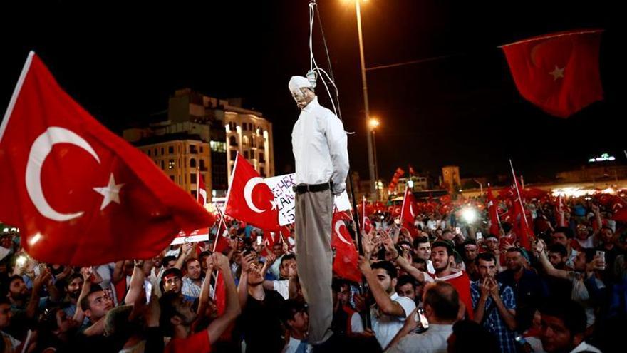 La Fiscalía turca pide dos cadenas perpetuas para el predicador Fethullah Gülen