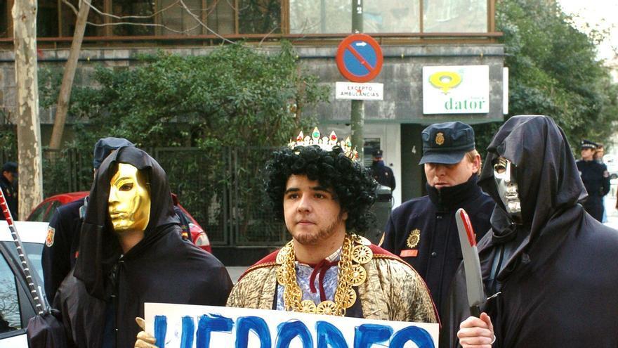 Protesta de colectivos antiabortistas ante una clínica de Madrid