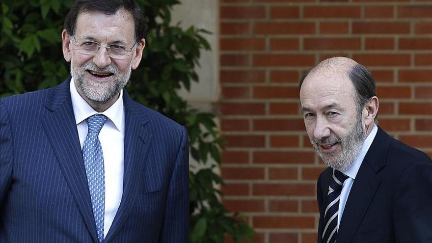 El PP cae dos puntos desde octubre y el PSOE continúa estancado