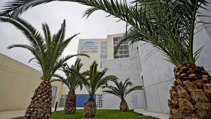 Asociaciones sanitarias valoran que hospital Alzira vuelva a sanidad pública