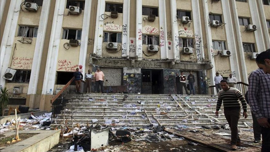 Muere un estudiante en choques con la policía en la universidad Al Azhar
