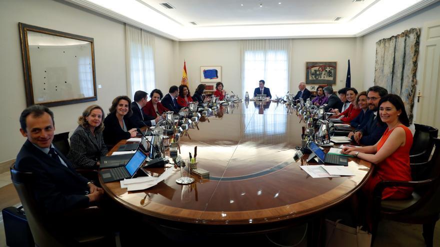 El presidente del Gobierno, Pedro Sánchez, encabeza la primera reunión del Consejo de Ministras