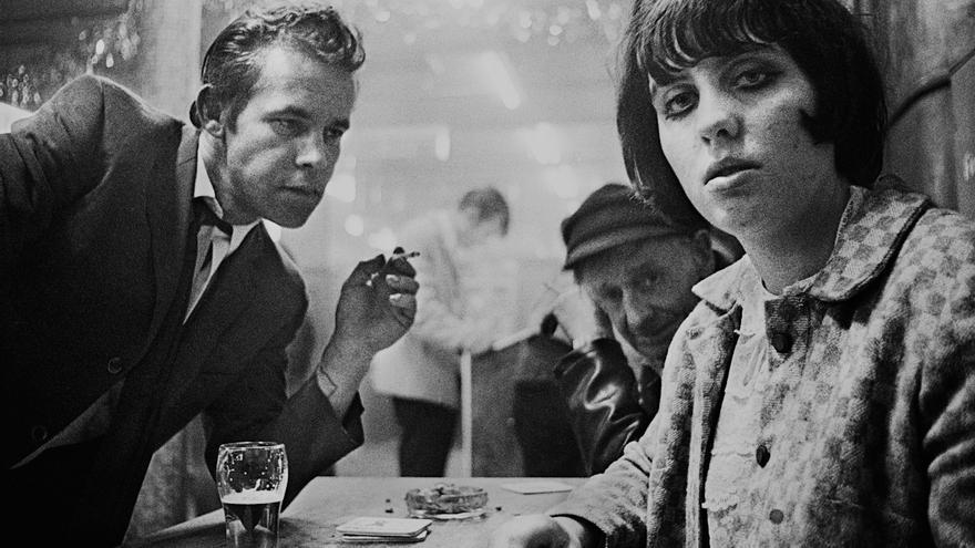 Rose y Lilly, Café Lehmitz, Hamburgo, 1967-70 © Anders Petersen, cortesía Galerie VU', París