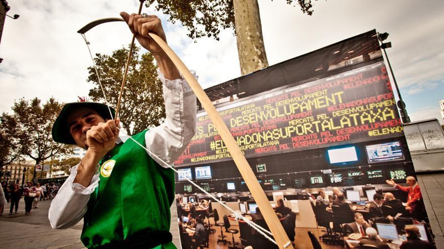 Un activista por la Tasa Robin Hood se manifiesta en Barcelona en 2011  © Pablo Tosco/Oxfam Intermón