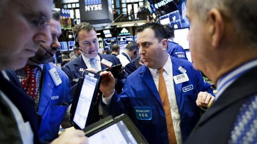 Varios comerciantes operan en la Bolsa de Nueva York.