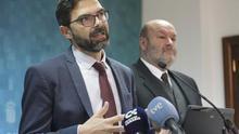 El director general de Trabajo del Gobierno de Canarias, José Miguel González (i), y el director del ICASEL, Elirecto Galván.