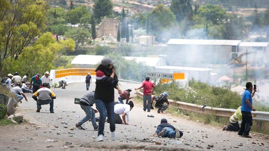 Continúa la operación de reabastecimiento a Oaxaca mientras los maestros mantienen el bloqueo
