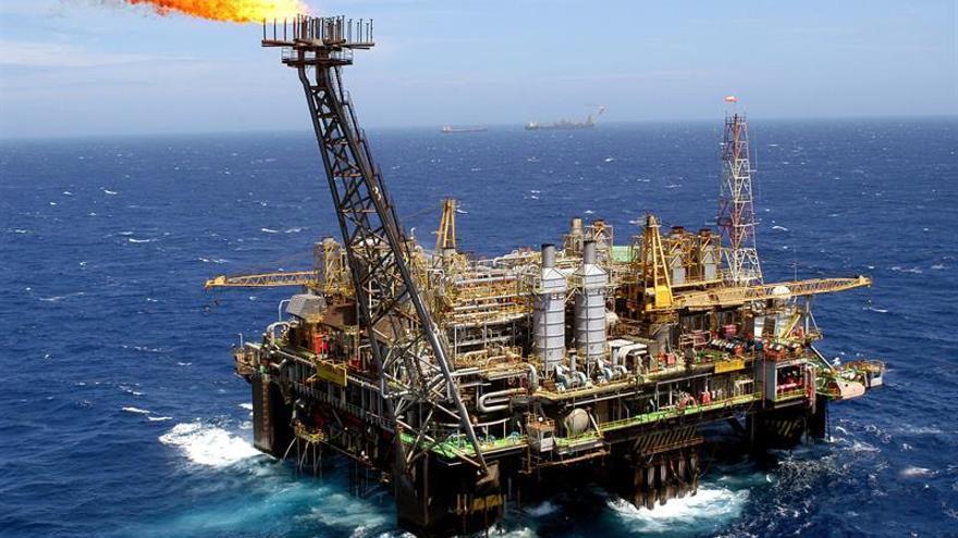 El petróleo de Texas baja un 4,83 % y cierra en 45,14 dólares el barril