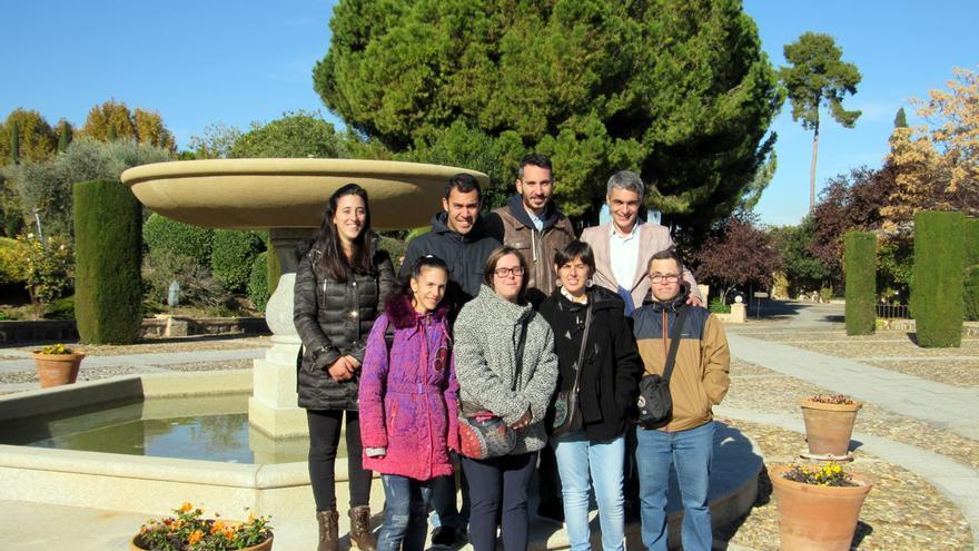 Varios socios de la Cooperativa junto al gerente del Cigarral del Ángel Custodio y el encargado del proyecto. FOTO: CECAP